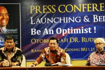 """Be An Optimist!"" Autobiografi DR. Rudjito Diluncurkan"