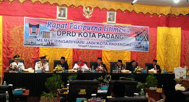 Rapat Paripurna Istimewa DPRD Kota Padang dalam rangka HUT Kota Padang ke 348. (baim)
